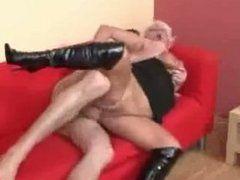 Blonde Granny Nutte ist heiß