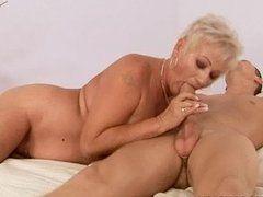 porno video schwiegermutter bumst den schwiegersohn .