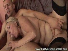Alte Lady steht auf Oralsex